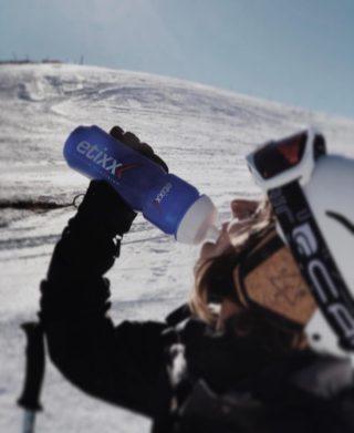 ¡Amantes de la nieve! ⛷️Esquiando también perdemos sales y líquidos, y es importante reponerlo. ¡Con @etixxes en pistas vais a triunfar como nunca! Preparadores, isotónicos, recuperadores, geles, barritas... una gama infinita.
